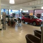 carshowroom peugeot-indoor